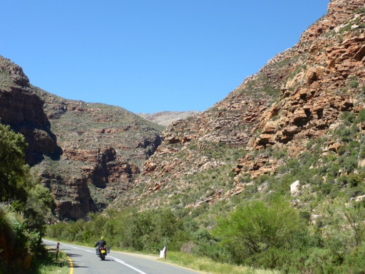 Stunning mountain scenery at Meiringspoort Pass